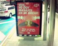 Kit Kat crea las primeras vallas publicitarias que dan masajes