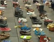 Miles de zapatos vacíos toman las calles de París para frenar el cambio climático