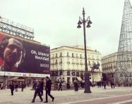 El anuncio de la serie Narcos en la Puerta del Sol abre el debate sobre los límites de la publicidad