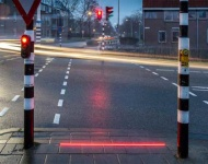 Se implantan semáforos en el suelo para los peatones que caminan mirando el móvil