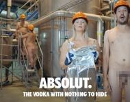 Absolut desnuda a sus empleados para presumir de calidad y transparencia