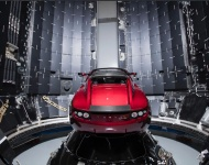 Elon Musk envía al espacio un descapotable Tesla en el cohete más potente del mundo