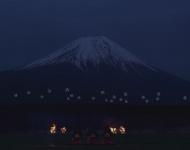 Mágicos drones luminosos danzan ante el Monte Fuji en Japón