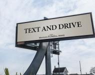 Una siniestra campaña publicitaria alerta del riesgo de chatear al volante